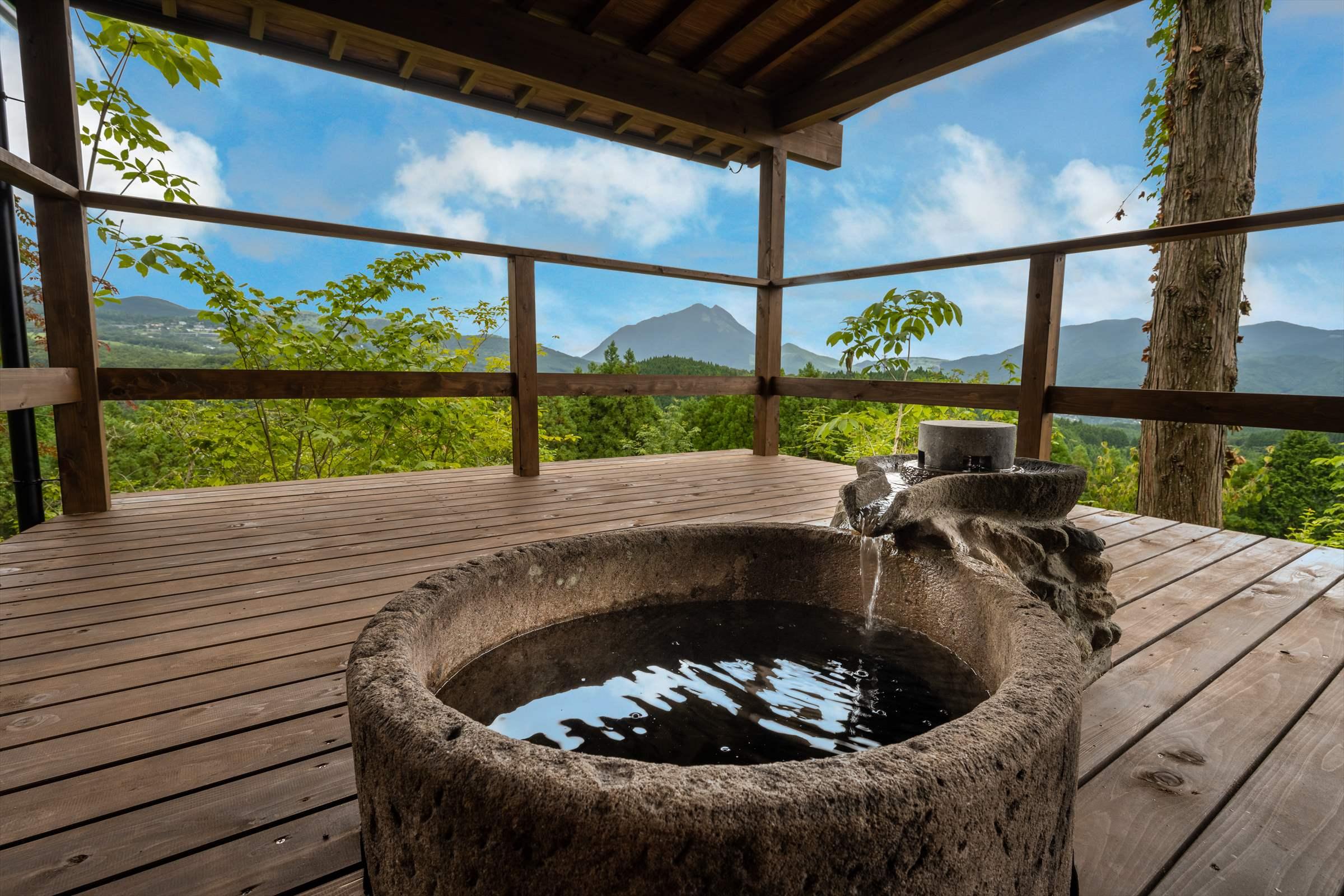 2種類の良泉を客室風呂でひとりじめ。